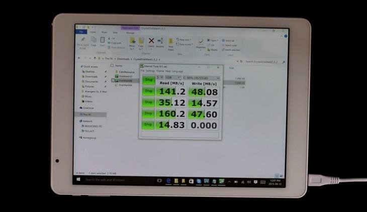 Le rendement de la mémoire flash intégrée à la tablette Dual Boot Teclast X98 Pro est l'un des meilleurs de sa catégorie.